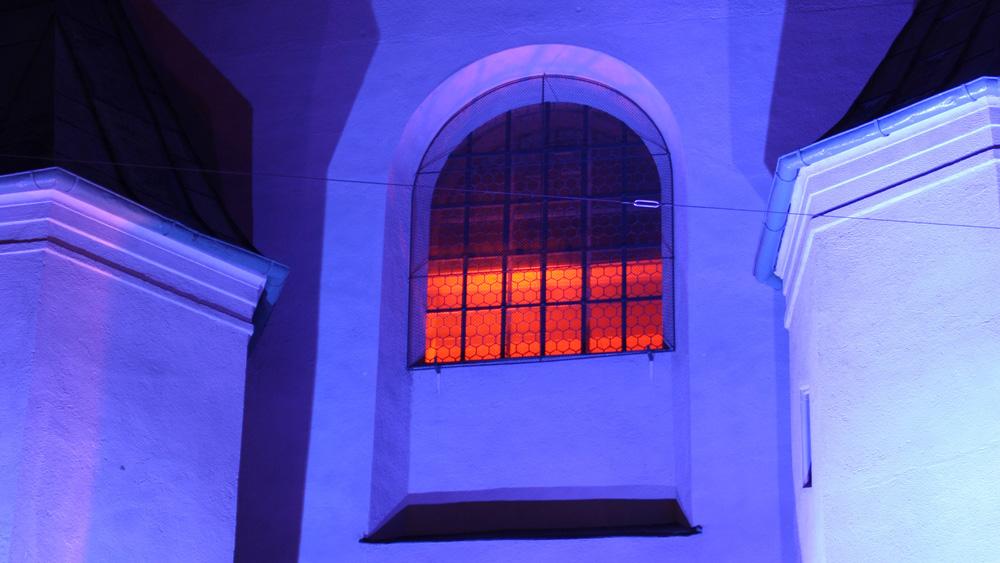 lichtkunst-in-kirche.jpg
