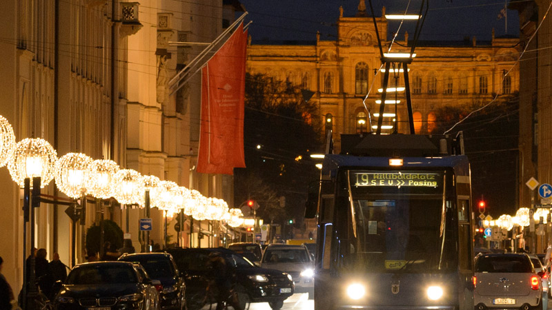 maximilianstraße-weihnachtsbeleuchtung
