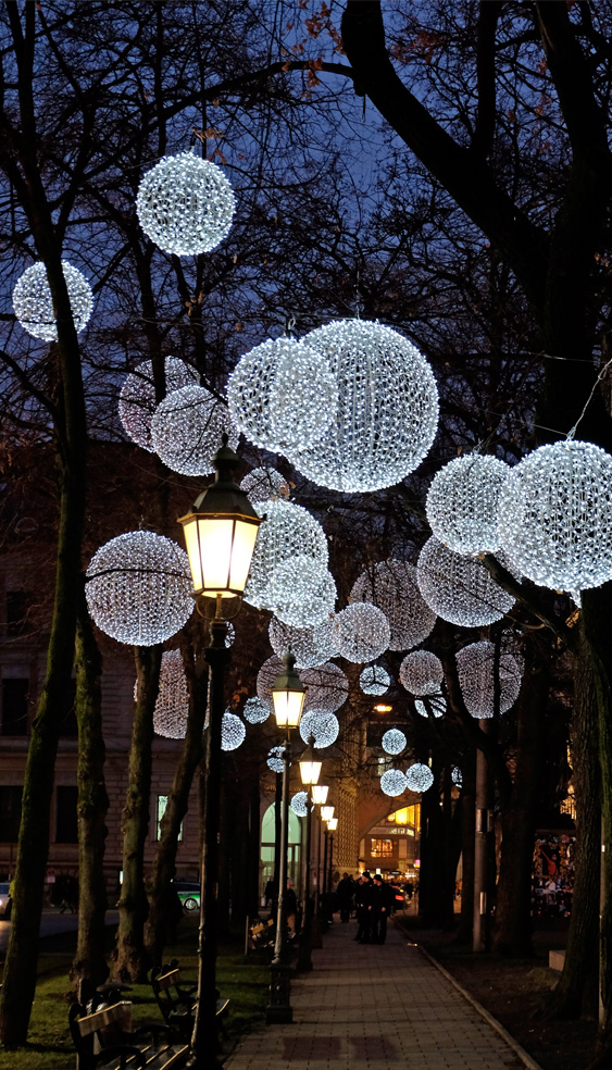 lichtkunst-promenadeplatz-muenchen.jpg