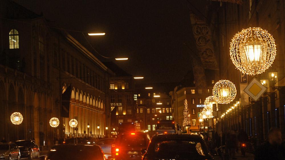 maximilianstraße-exklusive-weihnachtsbeleuchtung.jpg