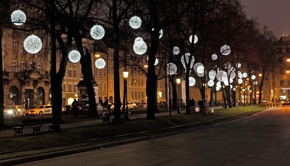muenchen-lichtinstallation-promenadeplatz.jpg