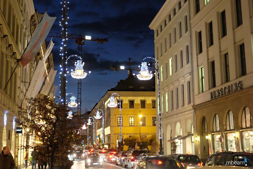 Exklusive Weihnachtsbeleuchtung für die Brienner Strasse